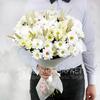 Букет из 15 хризантем с божьими коровками и пшеницей фото