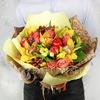 Букет из роз и орхидей с декоративными яблоками и желудями фото