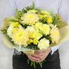 Букет из гвоздик, хризантем и кустовых роз фото