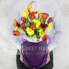 Композиция из калл и тюльпанов в шляпной коробке фото