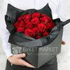 Композиция из 35 роз в подарочной коробке фото