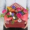 Композиция из роз, калл и гиацинтов в коробке-конверте фото