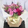 Композиция из роз, гвоздик и лаванды в подарочной коробке фото