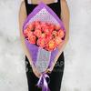 Букет из 21 персиковой розы фото