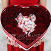 Композиция из красных роз и конфет Раффаэлло в сердце фото