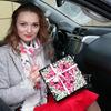 Композиция из розовых роз и гипсофил в бархатной коробке фото