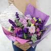 Букет Водолею из хризантем, роз и лизиантусов фото
