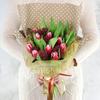 Букет из 15 тюльпанов со скимией фото