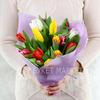 Букет из 15 разноцветных тюльпанов фото