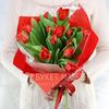 Букет из 15 красных тюльпанов фото
