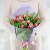 Букет из 15 малиновых тюльпанов фото