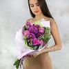 Букет из георгин, роз, гвоздик и эвкалипта фото