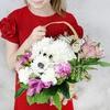 Композиция собака из хризантемы в корзине фото