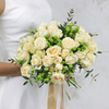 Букет невесты из роз, гиперикума и эвкалипта фото