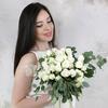 Букет невесты из белых кустовых роз и эвкалипта фото