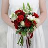 Букет невесты из роз, фрезий и леувенбека фото