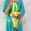 Букет Близнецам из роз и хризантем в кульке фото