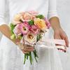 Букет из роз, астильбы и лизиантуса фото