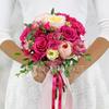 Букет из роз, эрики и лизиантуса фото