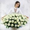 Композиция из белых роз и маттиол фото
