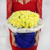 Букет из 51 желтых роз в шляпной коробке фото