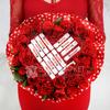 Букет из 31 красной розы и киндер шоколада фото