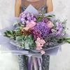 Букет из роз, гортензии, гвоздик и мяты фото