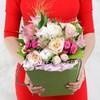 Композиция из роз, альстромерий и хризантем в коробке фото