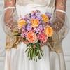Букет невесты из роз, гвоздик, бовардии и эвкалипта фото