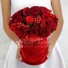 Композиция из 29 красных роз в шляпной коробке фото